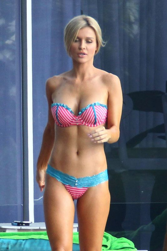 Joanna Krupa hot wearing a bikini stills in Miami (Dec.13 ...