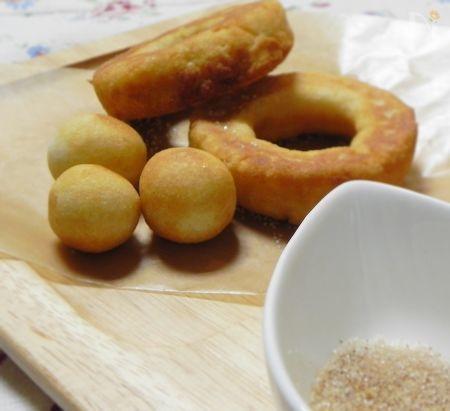 卵不使用のドーナツです。  お米の自然な風味のする味なので、おやつでもブランチでもOKです。  シナモンシュガーやグラニュー糖・はちみつなど、お好みの味でお召し上がりください。