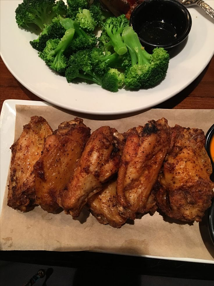 Healthy Lifestyle Change 2017. Longhorn restaurant wings & buttered broccoli & sweet potato