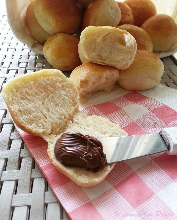 I panini per buffet sono sofficissimi e si possono farcire sia con dolce che con salato.I panini per buffet sono ideali per la merenda o per la colazione...