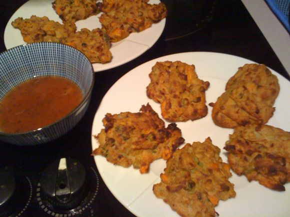 Slimming World pakora and homemade dipping sauce