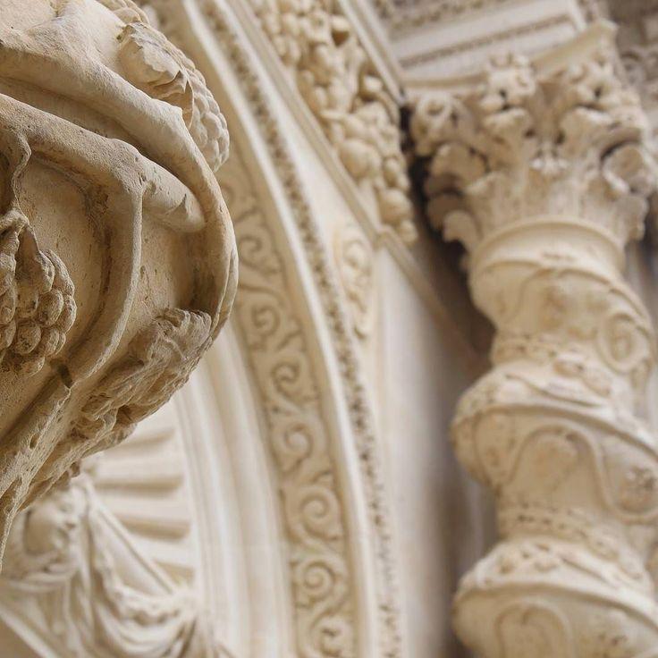 """Simply """"wow effect"""" {one of the Barocco style decorations in Palazzolo Acreide}  L'effetto wow è assicurato in Sicilia. Basta passeggiare per una città qualsiasi con il naso all'insù ed ecco che un balcone una finestra una chiesa ti colpiscono lasciandoti a bocca aperta. Noi siamo già completamente innamorati di questa terra!  Questa è un dettaglio della Chiesa dell'Annunziata nel piccolo comune di Palazzolo Acreide."""