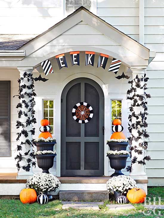 Drum up some DIY outdoor Halloween decorations for your porch with an easy-to-make wreath, painted pumpkins, and pumpkin topiaries.