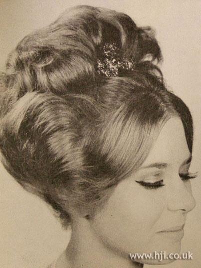 Barrel Curls 60s Hairstyle Pinterest