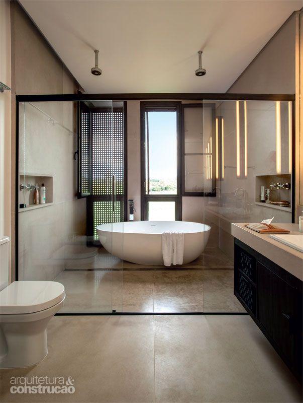 Com banheira, sauna ou até um sofá (!). Revestido de mármore, ladrilho, cerâmica ou pastilha. Moderno ou rústico ou até mesmo integrado ao quarto. Abaixo: todos os banheiros que você possa imaginar…
