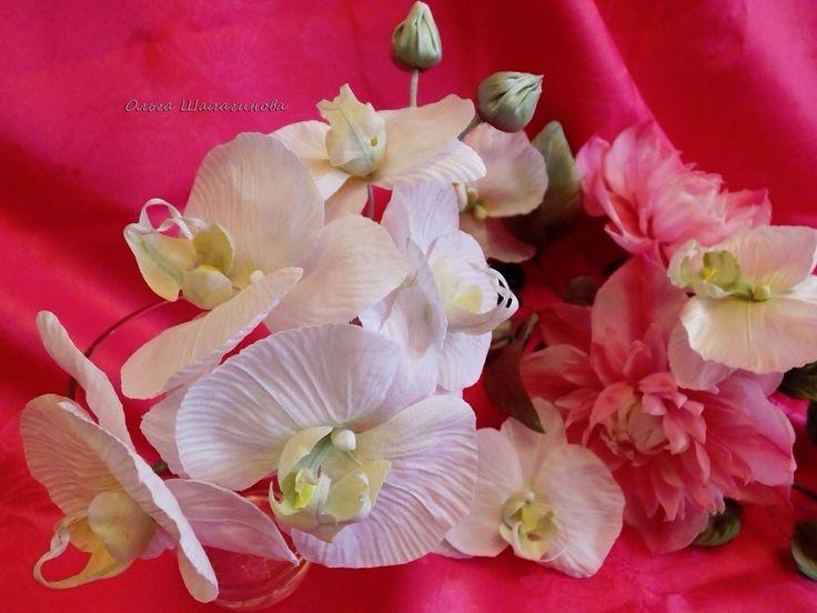 Орхидеи и Клематис из натурального шелка. Веточка орхидеи была выполнена на заказ