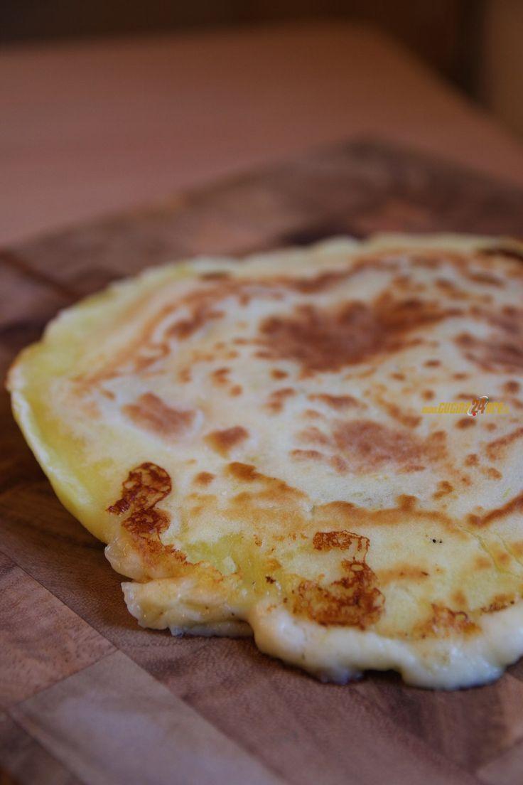 PIZZA di PATATE in PADELLA con Salame Piccante, SENZA GLUTINE e LIEVITO – Potato Pizza With Spicy Salami – Ricette di Cucina