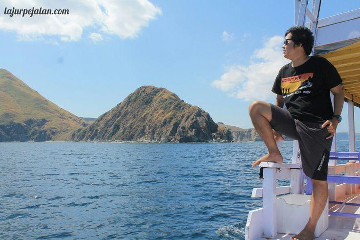 Lajur Pejalan: Melihat Komodo Loh Liang, dan Hampir Tenggelam di Manta Point