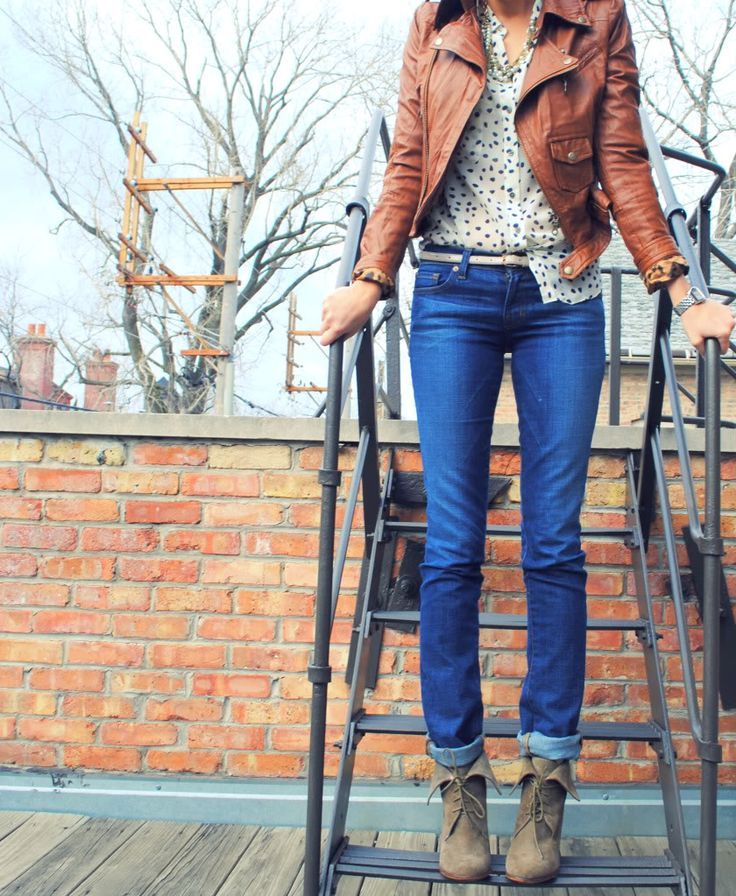 Leather jacket + printed top + jeans + boots    perfect for fall