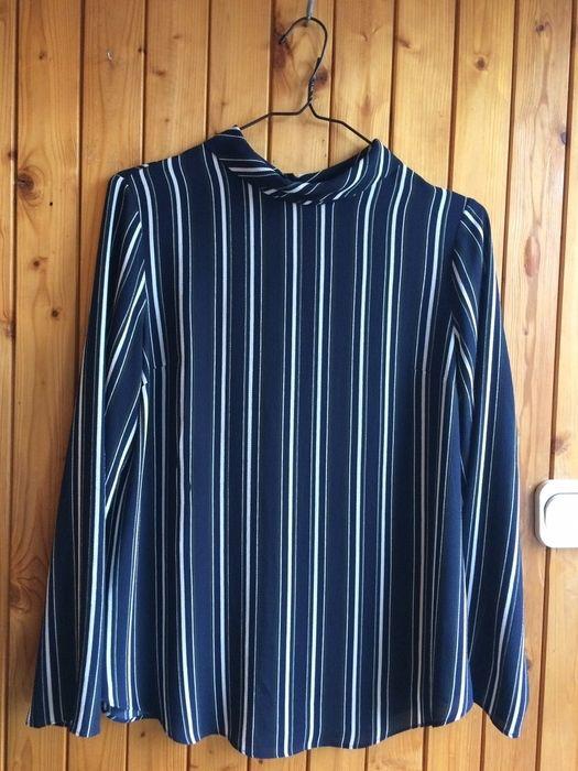 koszula paski idealna rozcięte plecy cut out odkryte plecy elegancka bluzka koszulowa  z mojej szafy! Rozmiar 40 / 12 / L za 28.00 zł. Zobacz: http://www.vinted.pl/damska-odziez/koszule/17043997-koszula-paski-idealna-rozciete-plecy-cut-out-odkryte-plecy-elegancka-bluzka-koszulowa.