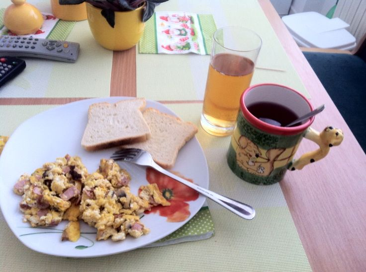 Breaking fast #breakfast #eggs #tea #juice #apple