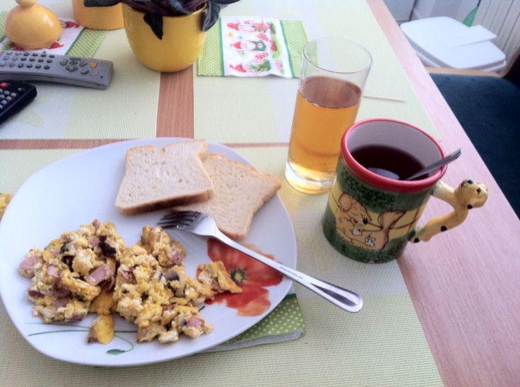 Breaking fast #breakfast #eggs #tea #juice #apple