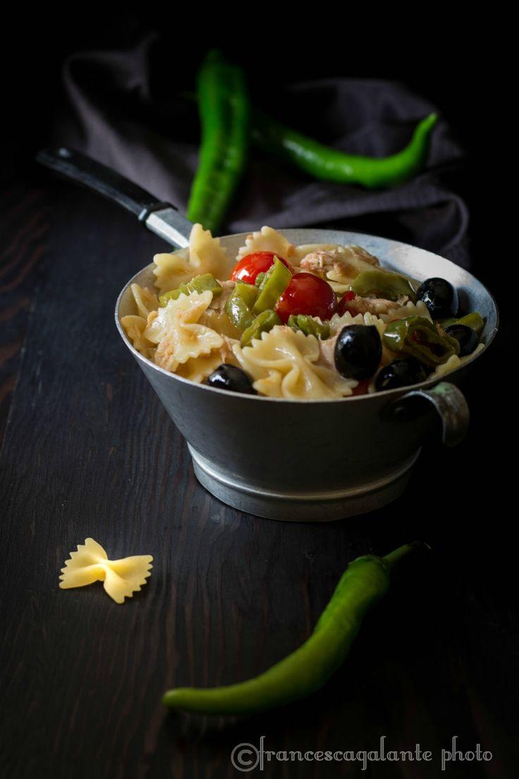 Pasta fredda con friggitelli pomodorini e olive - I Sapori di Ethra