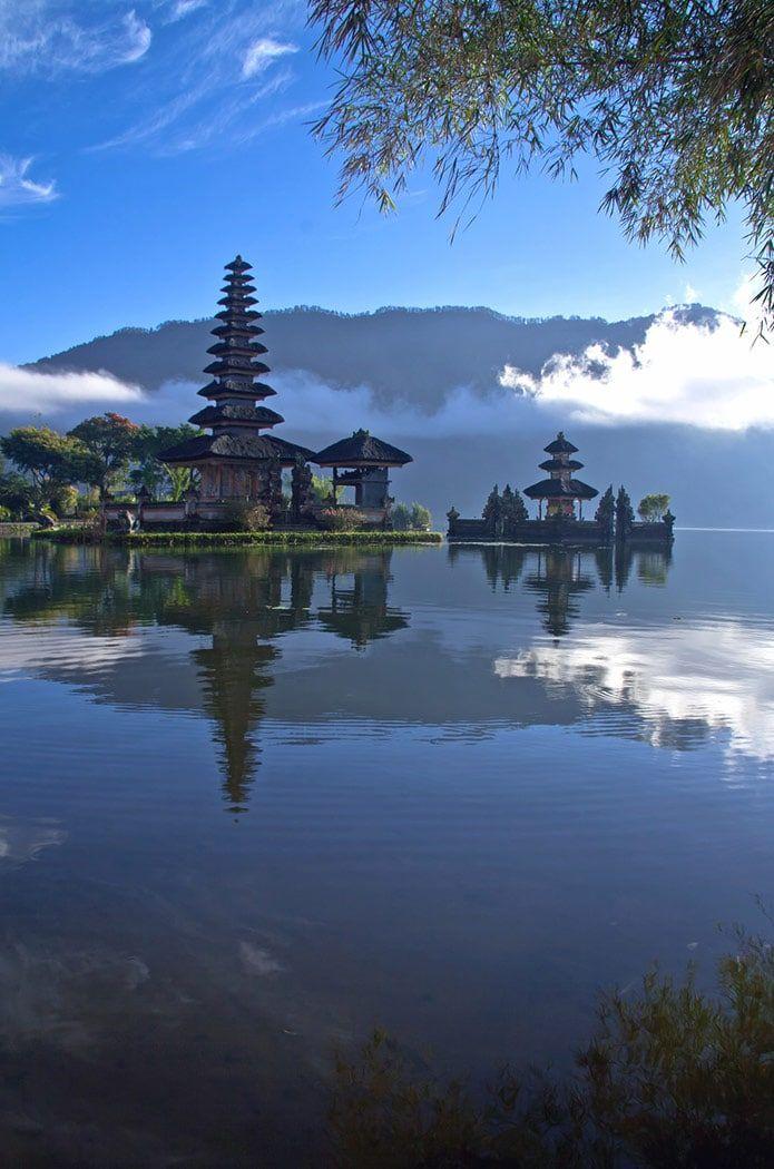 Pokojný pohľad na jazero na Bali, Indonézia