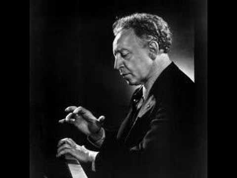 Arthur Rubinstein - Frederic Chopin: Waltz No.2 in A Minor - YouTube