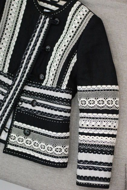 Куртка на осень из льна 'Русский стиль' в интернет-магазине на Ярмарке Мастеров. Необыкновенная, стильная, волшебная... Вот эпитеты, которые приходят в голову, когда смотришь на эту ВЕЩЬ! Так сложилось, что моё платье 'Русский стиль' полюбилось покупателям Ярмарки мастеров) И эта куртка как бы комплимент от шеф-повара)) В ней повторяется цветовая гамма, отделка кружевом и ручной строчкой, как в том платье. Поэтому и называется она также - 'Русский стиль' Куртка из льна на…