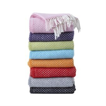 Enjoy this beautiful Polka throw from Klippans Yllefabrik, made of lamb wool in a classic and timeless pattern. Choose your favorite from colors as pink, lilac, green, blue, orange, red, grey and black. The Polka throw is perfect a cool summer evening or a dark autumn day. Explore and find your favorite!