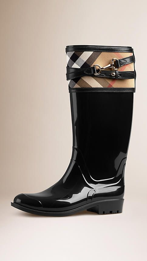 Burberry: Rain Boots. Fall outfit. See more rain boots >>> http://bit.ly/1Pv5AF1