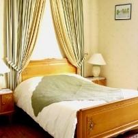 Chambres d'hôtes au Chateau de Bezonnais, Écommoy, chambre verte