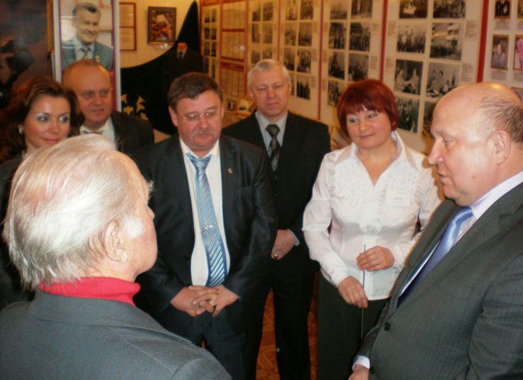 2011 г.  Посещение  библиотеки-филиала №8 и нашего музея губернатором Нижегородской области В.П.Шанцевым.
