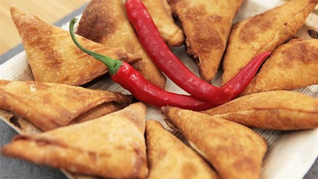 Samosaer Lækre samosaer med kylling. Perfekte til at tage med.
