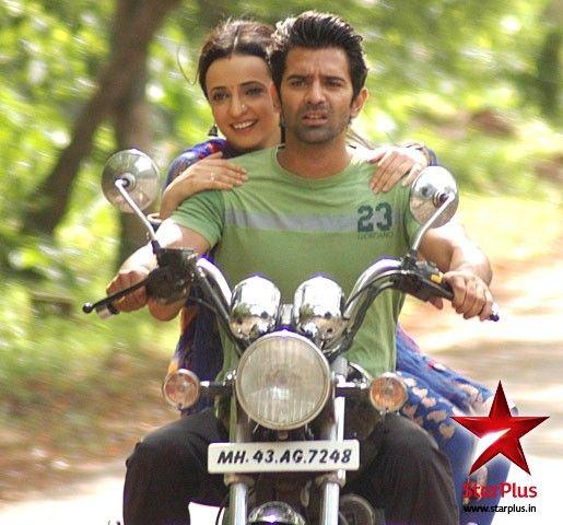 Arnav takes Khushi for a joy ride on his bike #isspyaarkokyanaamdoon