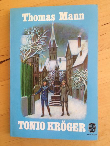 #littérature : Tonio Kröger - Thomas Mann. Tonio Kröger est le fils unique d'une puissante famille de négociants. Mais il rêve d'être écrivain et sa nature bohème, son caractère mélancolique le séparent des autres hommes. Il ne peut s'empêcher de s'interroger sur lui-même et sur son œuvre, alors qu'il n'aspirerait qu'à vivre légèrement, comme Hans et Inge, qui se contentent de suivre leurs instincts sociaux. Tourmenté par ses contradictions, sa vie sera celle d'un artiste enfermé dans la…