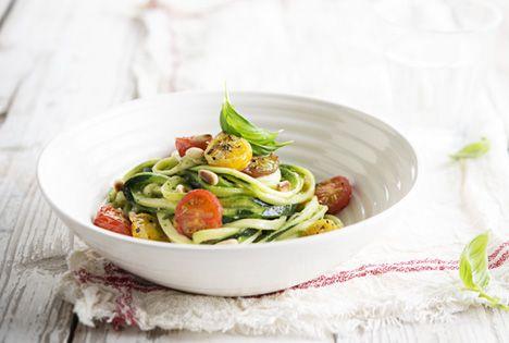 pasta - Spaghetti courgetti, met pesto en ovengegaarde tomaatjes | De tafel van Tine