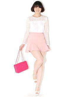 Today's Hot Pick :裾フリルデザインラブリーミニスカート【BLUEPOPS】 http://fashionstylep.com/SFSELFAA0006779/bluepopsjp/out [顧客モデルコメント] このスカートはヒップラインのスカートとAラインのスカートの長点を合わせたような感じです。 ウエスト部分はフィット感がありながら裾のフリルデザインで太ももが細く見えます。 パンツのサイズが30インチの私でもこのサイズが若干小さく感じます。 なのでもう1サイズ大きいのを着てもいいと思うので参考にして下さい。 私がコーデしたようにフェミニンスタイルもいいですし、個人的にはニットと合わせてフリルだけ見せるカジュアルコーデもトライしてみたいです。  評価 ★★★★★