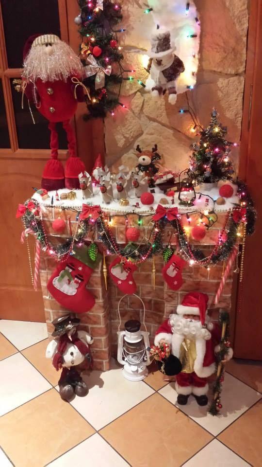Kominek zrobiony z kartonów i ozdobiony Autor: Hanna Borowska  #QSQ #Christmas #tree #ornament #inspiration #idea #white #red #green #fireplace #indor #decor #santa