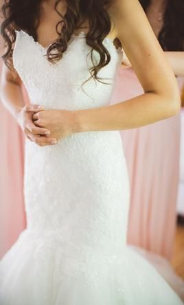 Pronovias Barquilla : buy this dress for a fraction of the salon price on PreOwnedWeddingDresses.com