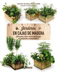 """""""Jardines en cajas de madera"""" Las cajas de madera son elegantes, además de prácticas: con ellas hay quien se construye bibliotecas, estantes, mostradores... Y unos jardines en miniatura, ¿por qué no? «Jardines en cajas de madera», contiene más de 90 ideas para crear tus jardines en cajas diferentes. Unas de tipo inglés con cestos floridos y plantas de follaje decorativo, plateado, púrpura o dorado; otras que te permitirán tener mini huertos exquisitos... Signatura: 635 COL jar"""