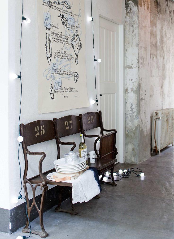 stoelen. Je hebt ze in talloze verschillende stijlen. Maar kies eens een stoel die je normaal niet in huis zet geef je interieur een geheel nieuwe twist.