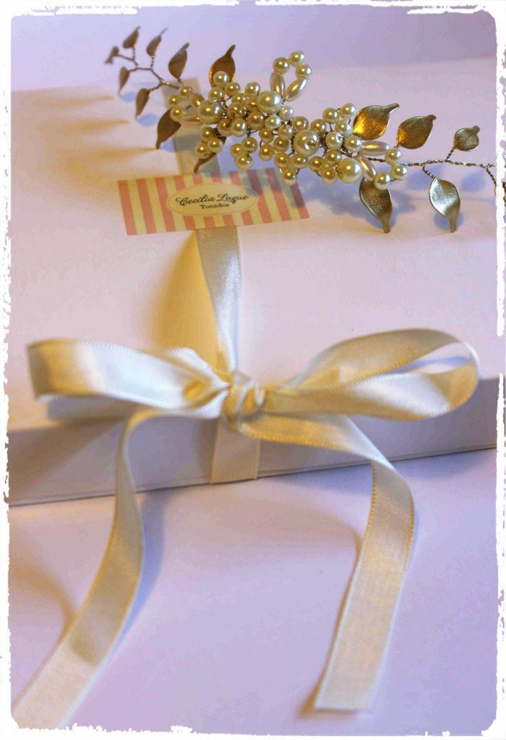 Tocados de novia hecho a mano. Con perlas y hojitas nacaradas Novias, Bodas, Tocados
