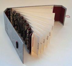 Annwyn Page Paper Stitch libro experimental con lomo de acordeon