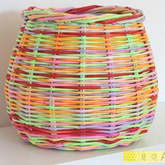 Corbeille / panier en papier roulé multicolore …