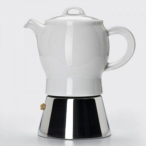 Wenn zwei edle Materialien zu sinnreichem Ziel verbunden werden, ist das Ergebnis in diesem Fall besonders aromatischer Espresso. Auf dem Edelstahltank sitzt die Kanne aus Feldspat-Hartporzellan, gebrannt bei 1.410° C. Das kochende Wasser steigt durch den bewährten Edelstahlfilter im Steigrohr aus Porzellan in die Porzellankanne. Die hält den italienischen Espresso deutlich länger heiß als reine Metallkonstruktionen. Der vom italienischen Designstudio Ancap entworfene Espressokocher wird in…