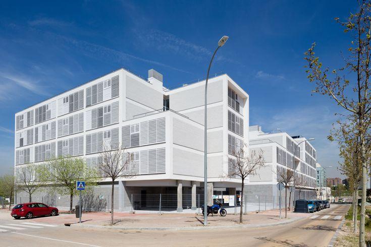 Gallery of Social Housing in Valleca´s Eco-boulevard / Olalquiaga Arquitectos - 8