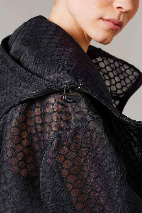 Fashion-led casualwear and sports-cool collide in the oversized mesh parka. Designed with attention to detail, this textured piece comes with an all-over hexagonal spacer mesh finish (a subtle nod to Beyoncé's 'Beyhive'). Crafted with a full length front zipper, it features an adjustable cord to the waistline for versatile styling and a boxy cocoon shape. A statement piece, this style is essential to hero a sports-inspired look. By Ivy Park. #Topshop