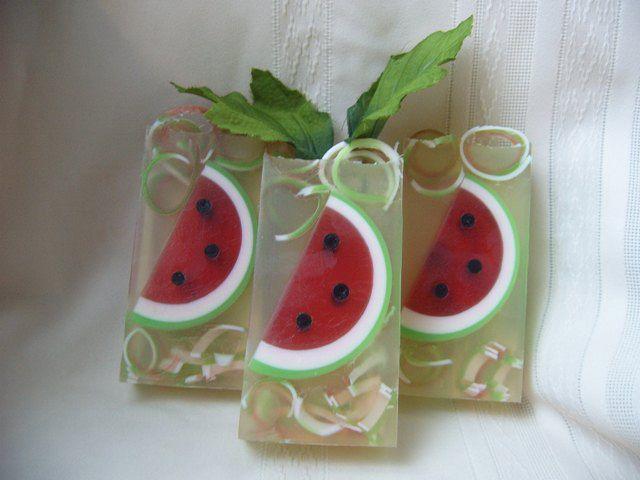 Aprenda a fazer lindos sabonetes artesanais e produzir incríveis cosméticos em curso exclusivo. Confira como adquirir em www.ofertasnodia.com