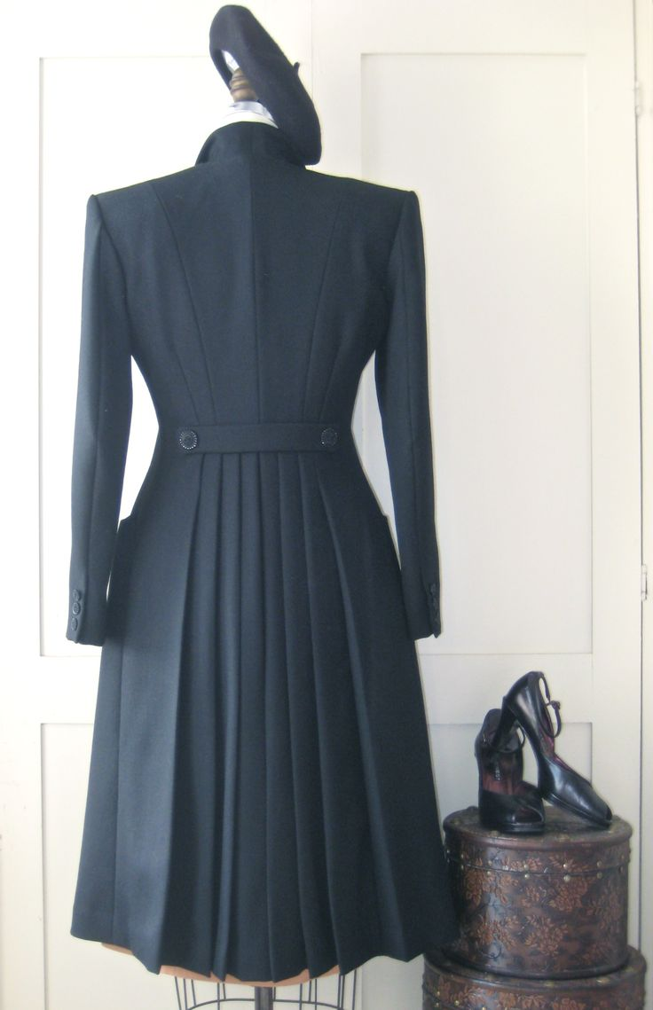 Cavalry twill coat, back pleats back of the new version of the 30's VV coat I JUST LOVE THE DETAIL <3