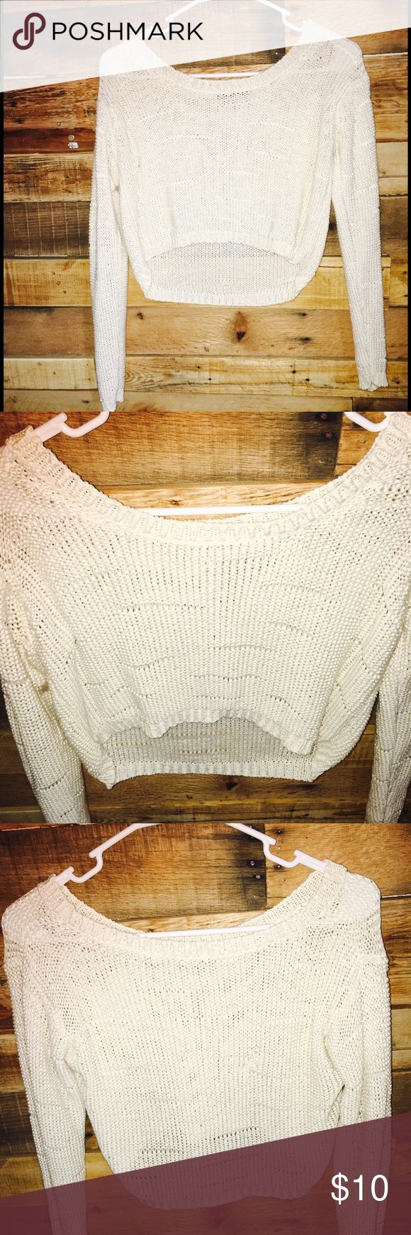 Brandy Melville crochet sweater. Beautiful brandy Melville sweater, one stitch came out in back so had to fix by sewing area together. See pictures. Hardly noticeable, otherwise great cute sweater.3️⃣ Brandy Melville Sweaters