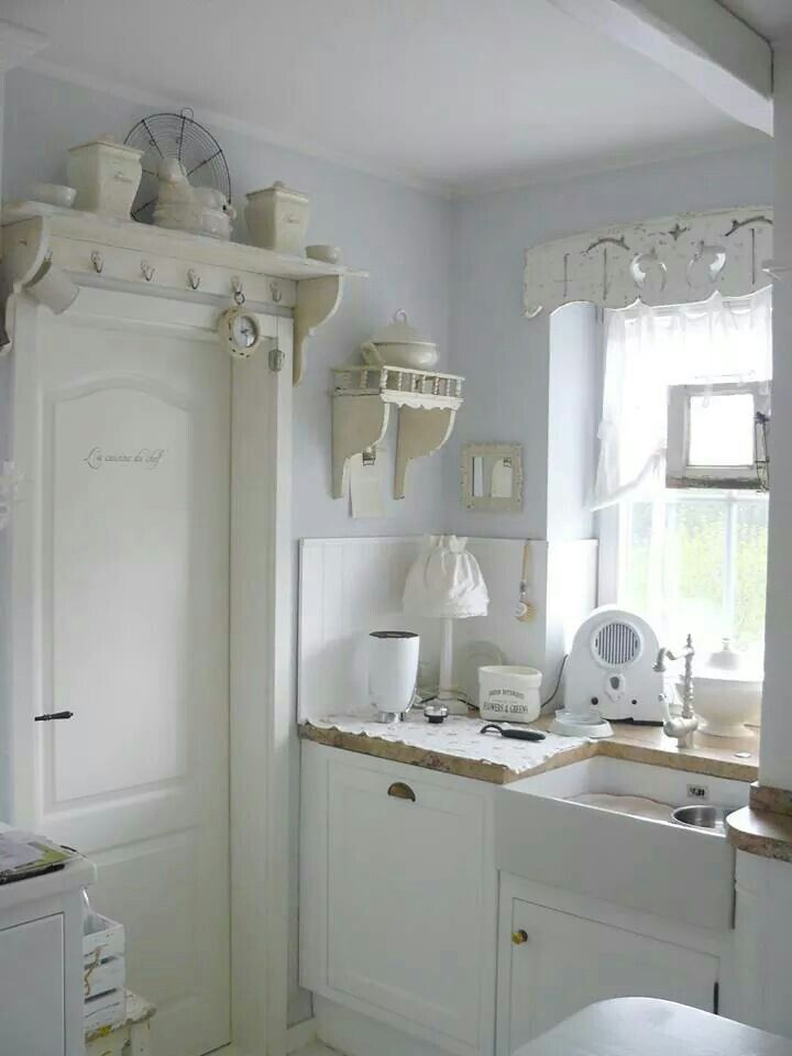 Love the shelf above the door!