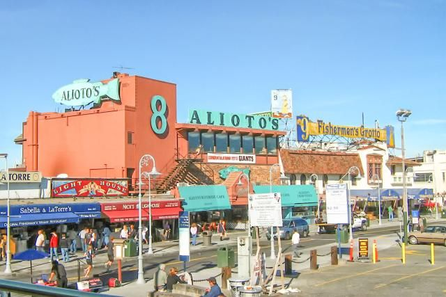 Restaurants at Fisherman's Wharf, San Francisco - Adapted from Col Ford and Natasha de Vere/Flickr/CC BY 2.0