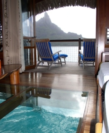 1000 images about a sea view of the floor glass bottom for Bungalows flotantes en bora bora