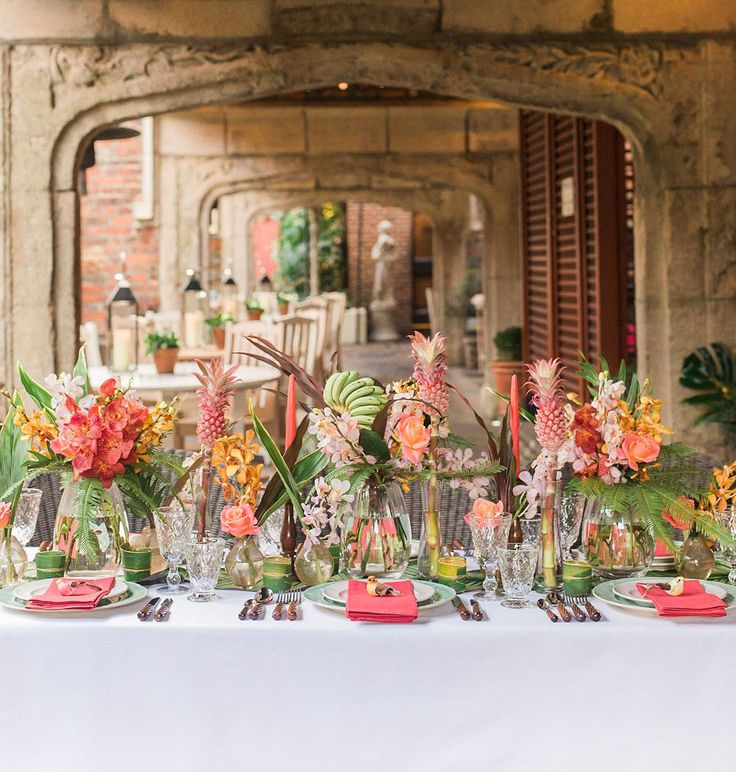 Tropical vintage Havana tablescape in London