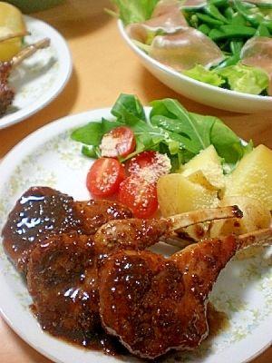 楽天が運営する楽天レシピ。ユーザーさんが投稿した「美味♪柔らかラムチョップ!ハチミツ醤油マスタード☆」のレシピページです。粒マスタードがピリッと効いた甘じょっぱいソースが、ラム肉によく合います♪お肉にしっかり絡んで、美味しいですよ☆パーティーやおもてなしにもいいかも^^。ラムチョップ。ラムチョップ,塩・こしょう,サラダ油,赤ワイン,●しょうゆ,●はちみつ,●粒マスタード,<付け合せ>,ルッコラ・ミニトマト・じゃが芋・粉チーズ