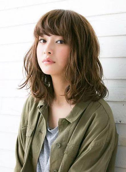 かわいい♡ミディアム波ウェーブ!簡単波巻きヘアのアレンジ集♡カットいらずで外国人風の髪型に♡