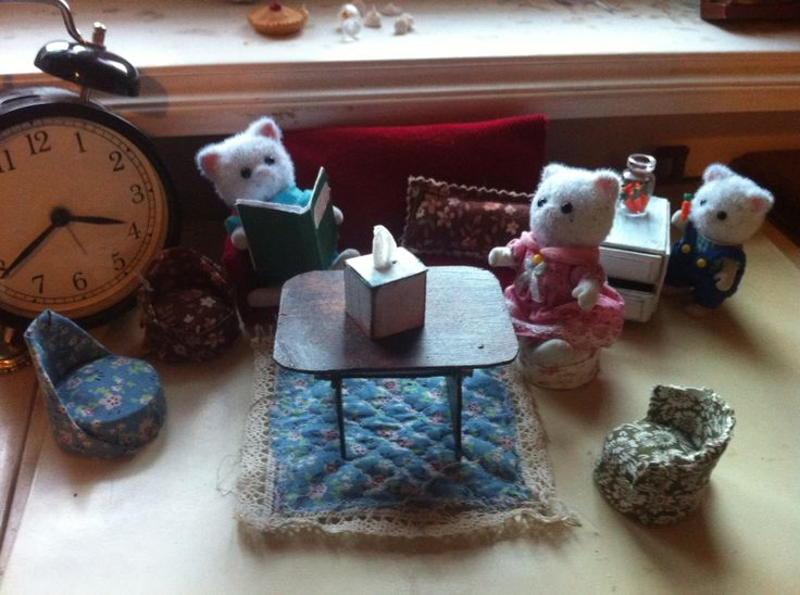 Miniature sylwanian cats with miniature furnitures made by me