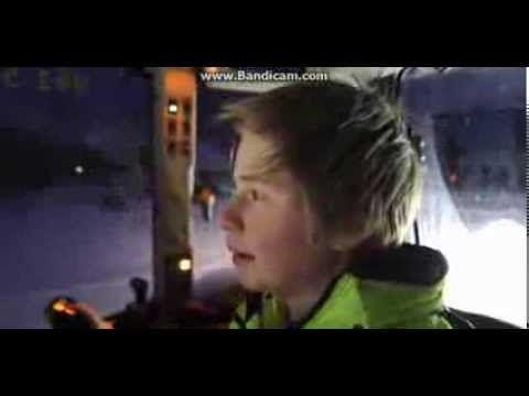 De eneggede tvillingene vekker oppsikt når de brøyter og freser bort snø fra veier, parkeringsplasser og skolegårder i Søgne, i hver sin traktor. - Det er ve...